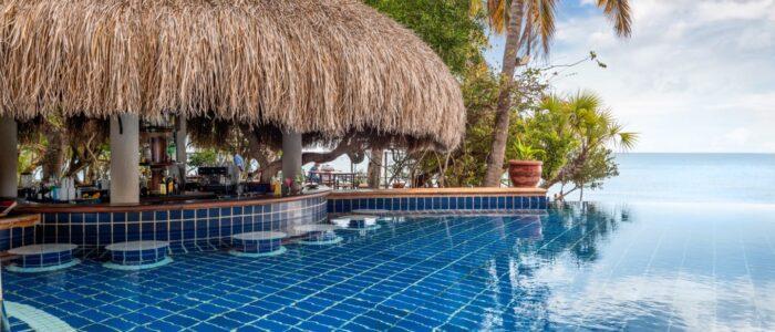 anantara bazaruto tartaruga bar and pool 1920x1037